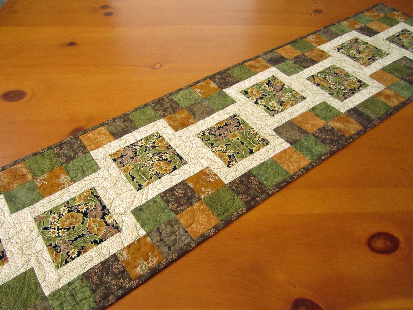 Quilted Table Runner Stepping Blocks On Luulla